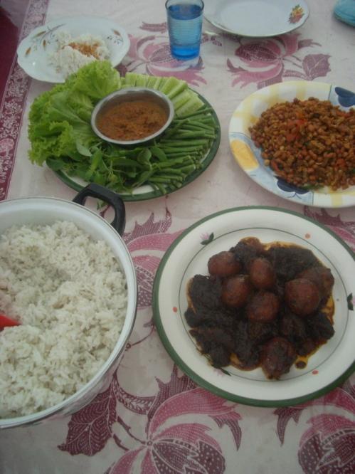 comidinha caseira indonésia que comia na casa da familia que me hospedou