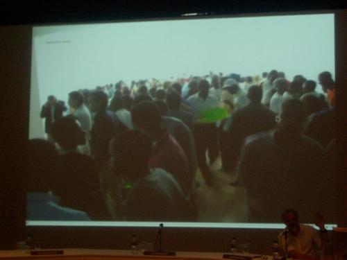 Fernando Alvim falando sobre a Trienal de Luanda, que teve mais de 40mil visitantes na sua primeira edição. Olha quanta gente!
