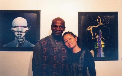 Haqq e eu na exposição dele na Submerge em 2004. A arte da esquerda se chama The Muse of Silence e ela está agora na minha casa :)
