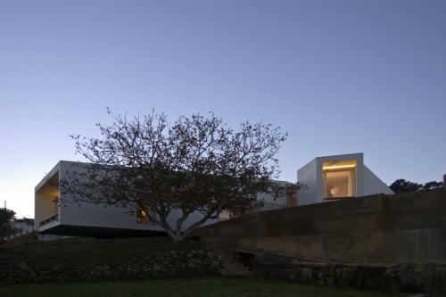 """Casa do Romeirão premiada com primeiro lugar do Prêmio Muncipal de Arquitetura de Mafra, na categoria de """"Edifícios Novos""""."""