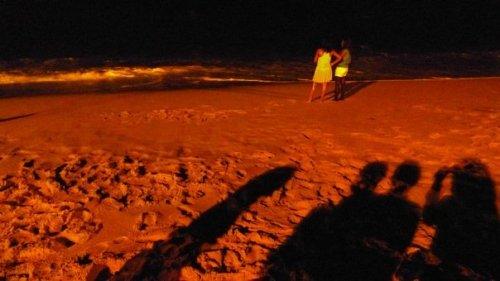 ... terminando a noite na beira do mar.