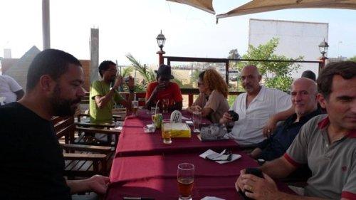 pausa para o almoço na Ilha de Luanda