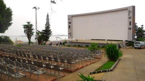 primeira parada do tour. esse lugar é inacreditável! um antigo cinema a céu aberto, agora desativado. tem uma atmosfera impressionante. Fernando Alvim diz que assistia grandes filmes aqui, com um fundo de céu estrelado... fiquei só imaginando qual incrível devia ser.