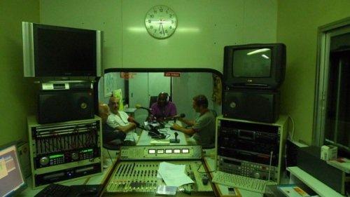 no final do dia, o trio da Trienal de Arquitectura de Lisboa participou do programa de rádio Zwela produzido pela FSD e que acontece semanalmente aos domingos. foi uma ótima entrevista!